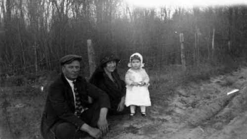 Arch and Alta Bostic with their daughter Velma (1924)